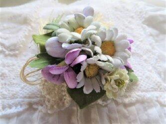 春の野の花コサージュの画像