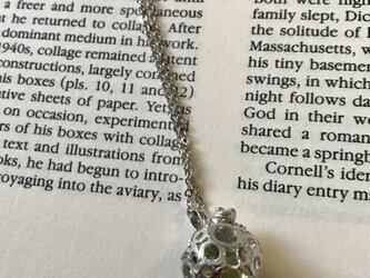 イエローグリーンのあわ玉かえるネックレスの画像