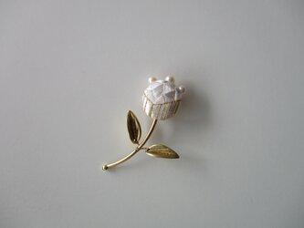 蕾のブローチ 大 白色の画像