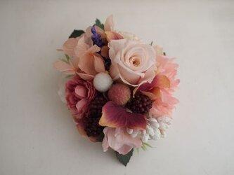 花と実のコサージュ(プリローズ入り)ピンクの画像