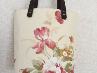 大きな花柄の小さなトートバッグの画像