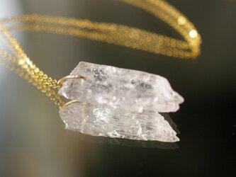 クンツァイト原石ネックレスの画像