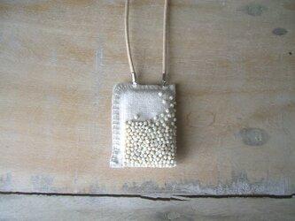 パヴェ刺繍のペンダント* アイボリーの画像