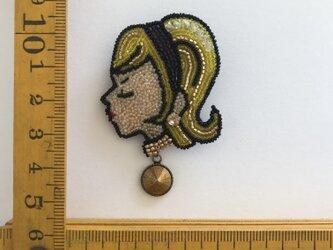 「Catherine」ヴィンテージビーズの刺繍ブローチの画像