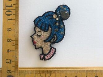 「Mariko」ヴィンテージビーズの刺繍ブローチの画像
