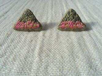 刺繍ピアス ピンクとグレーの画像