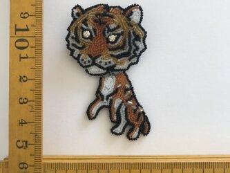 「tiger」ヴィンテージビーズの刺繍ブローチの画像
