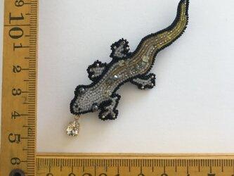 「white lizards」ヴィンテージビーズの刺繍ブローチの画像