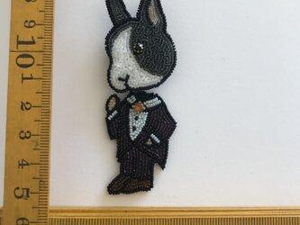 「rabbit man」ヴィンテージビーズの刺繍ブローチの画像