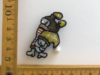 「yellow norm」ヴィンテージビーズの刺繍ブローチの画像