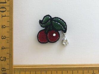 「cherry 」ヴィンテージビーズの刺繍ブローチの画像