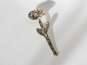 真鍮ピンブローチ「一輪の花」の画像
