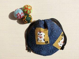 ミニ巾着 紺色 麻の葉猫かるた 御守り アクセ収納 七五三 プレゼントにも の画像