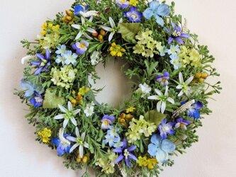 大きめ・ブルー系の優しい小花のリースC(35センチ)の画像
