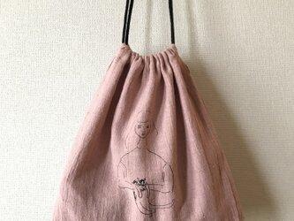 ピンク 猫を抱いた女の子 巾着 Lの画像