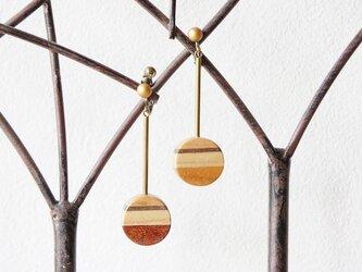 """木のいろ、寄せ木のみみかざり """"noix et framboise・orange """" イヤリング(ピアス可)の画像"""