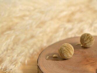茶トラネコの羊毛ピアスの画像