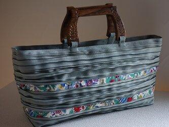 畳ヘリ:ファスナー付き浅型バッグ(ブルーグレー×リバティテープ、wood持ち手)の画像