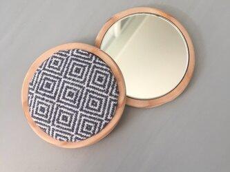 カラマツ香るこぎん刺しのひめ鏡の画像