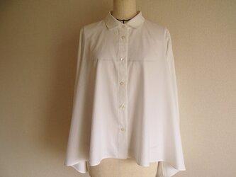 台衿付きシャツカラーフレアブラウス(白綿)の画像