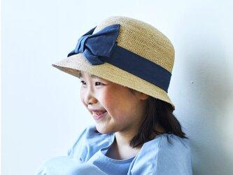 Mina ミーナ ラフィア 子供用 前リボン 女優帽 54cm ナチュラル×ネイビー [UK-H011-MINV54]の画像