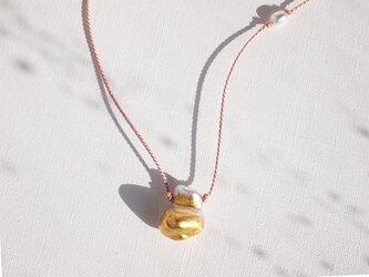金箔とダブルパールのシルクネックレス/No.2の画像