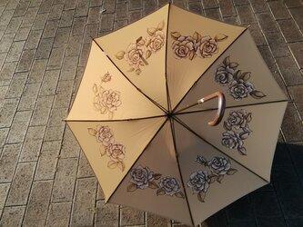 「ベージュ·ローズのハンドペイント傘」内側だけに手描き プレゼントに最適 晴雨兼用傘の画像