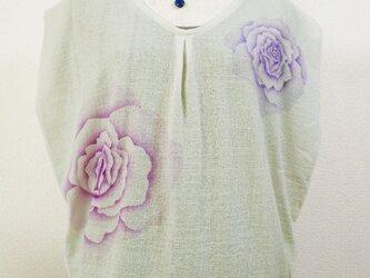 Vネック・ノースリーブトップス(薔薇の花・きなり色)の画像