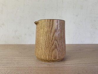 タモの木のピッチャーの画像