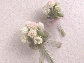 シロツメ草 クローバーの花束 * コットン製 * 親子のコサージュの画像