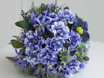 【ブートニア付き】ラグジュアリーブルーのラウンドブーケ アーティフィシャルフラワー  (造花)前撮り 海外ロケフォトの画像