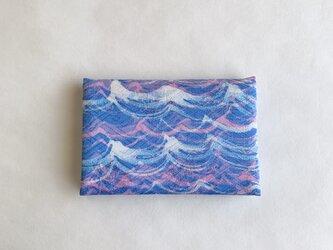 絹手染カード入れ(波・ピンク青/ピンク系)の画像