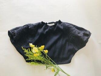 KIDS80-90 後ろ姿も可愛い 花柄刺繍のドルマンプルオーバー  ネイビーの画像