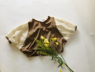 KIDS80-90 後ろ姿も可愛い 花柄刺繍のドルマンプルオーバー  キャメルベージュの画像