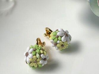 『送料無料』half flower ball イヤリング <ピアス可> 1.0㎝ / ポリマークレイの画像