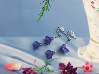 耳元に春を♡ブルーカラーのフラワーピアス(イヤリング変更可)の画像