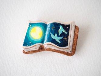 絵本みたいな陶土のブローチ《月夜のダンス》の画像