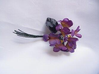 紫色×黄色のスミレコサージュの画像