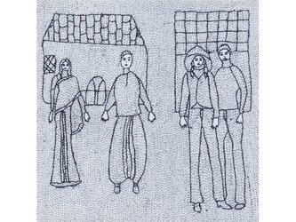 Archana Kumari 手刺繍クッションカバー(都会の生活・村の生活/白)の画像