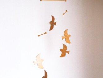 スズメの木製モビール(5羽)の画像