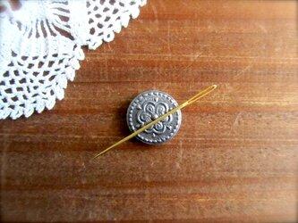 小さなマグネットのピンクッション シルバー  花の画像