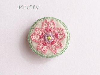 桜の刺繍ブローチの画像