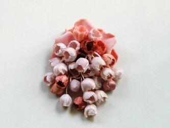 コサージュ桜染めの画像