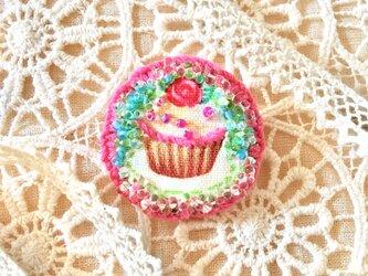 カップケーキのブローチの画像