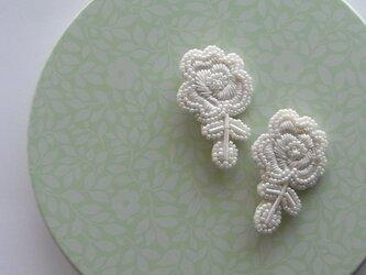 白薔薇* ビーズ刺繍ブローチの画像