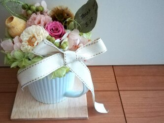 【送料無料】お花たっぷりcafe アレンジの画像