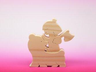 送料無料 ヒノキの組み木 クマに乗った金太郎の画像