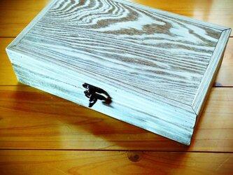 タイルの小箱の画像