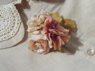 秋茜:ローズとダリアと紫陽花の3WAYコサージュ♪の画像