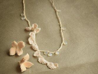 【受注製作】【送料無料】ホワイトカルセドニーのネックレスの画像